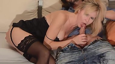 -HILDEGARD MORE- A warm welcome to my new neighbor. Blowjob. Cumshot. Milf.