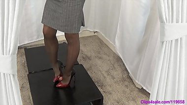 Mommy forces me to cum under her high heels pumps