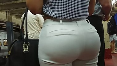 HUGE BUBBLE BUTT LATINA MILF IN TIGHT WHITE PANTS PART 2