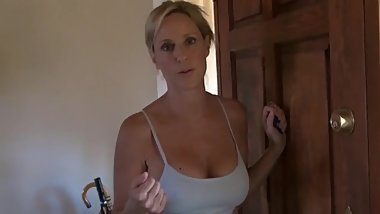 tell me this hot milf 's name please !