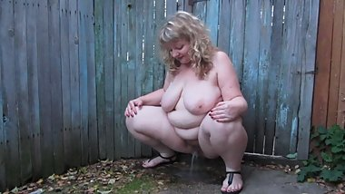 outdoor pissing;full nude mature BBW milf with big tits